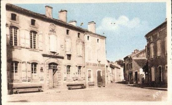 la mairie et café restaurant P .Lauzin