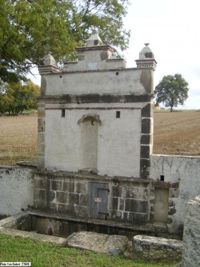 La fontaine -lavoir de Castelnau Rte de Saint-Lanne ©