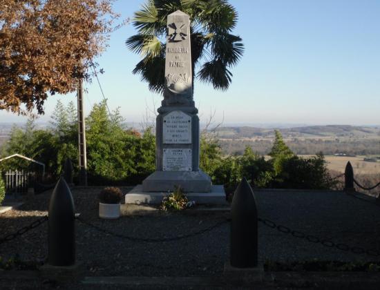 Monument aux morts de Castelnau Rivière Basse. Photo Yves Bodard